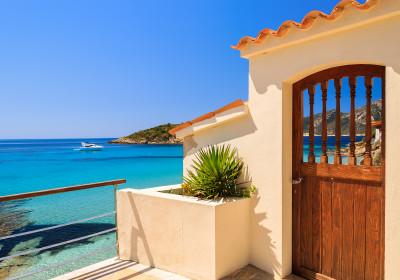 Tür einer Luxusvilla auf Mallorca