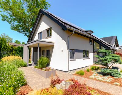 Einfamilienhaus mit Vorgarten