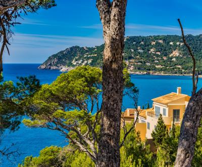 Ausblick auf mediterrane Küste