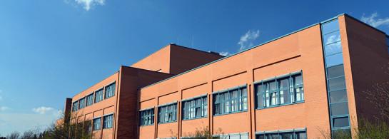 Modernes Farbrikgebäude