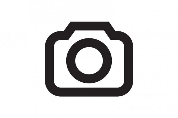Straße mit historischen Gebäude in Köln