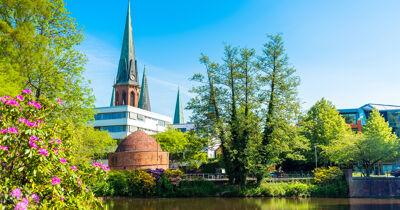 Blick auf den Teich und die St.Lamberti Kirche in Oldenburg