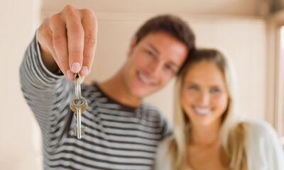Paar mit Schlüssel
