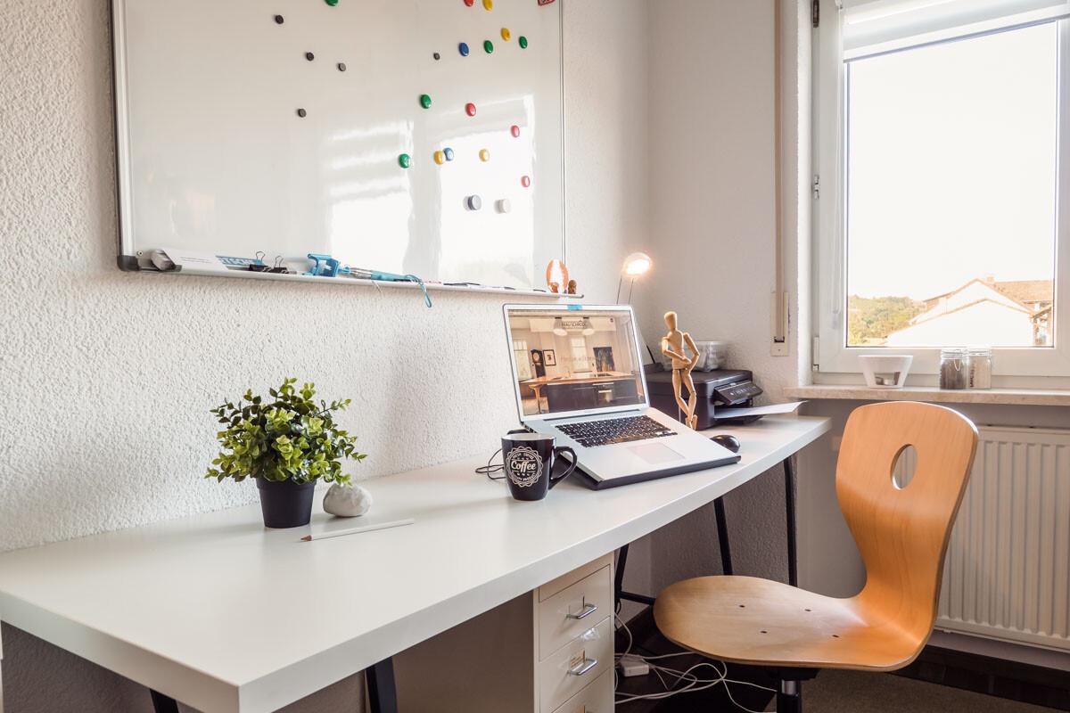 Aufgeräumter Schreibtisch