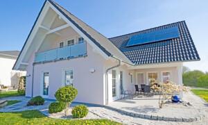 Modernes weißes Einfamilienhaus