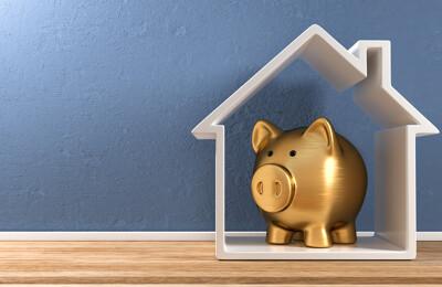 Sparschwein und Miniaturhaus