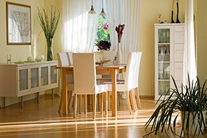 Esszimmer mit Holztischn
