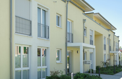 Neugebaute Mehrfamilienhäuser