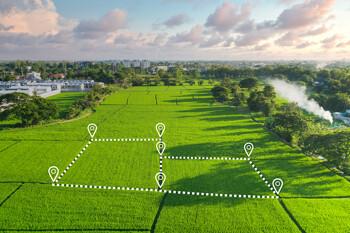 Grundstücksplanung auf grüner Wiese