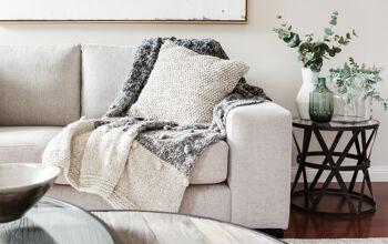 Dekoriertes Sofa