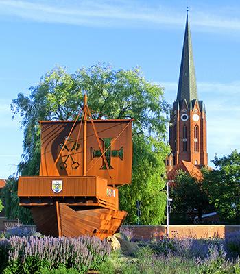 Kreisverkehr mit Schiffsmodell in Buxtehude