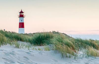 Strand und Leuchtturm