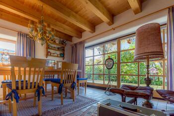 Gemütliches Holzzimmer