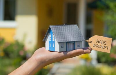 Modelhaus mit Label 'Haus Verkauft!'