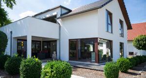 modernes einfamilienhaus in weiss