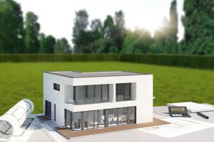 Modellhaus auf Grundstücksplänen