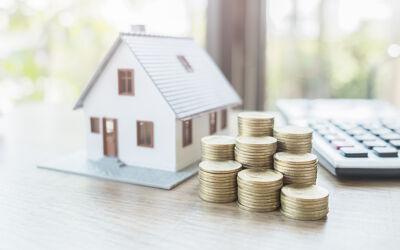 Modellhaus mit Münzen