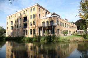 Haus am Flussufer