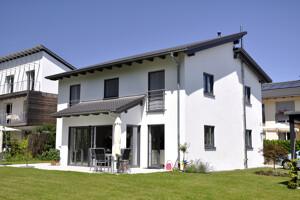 Mehrfamilienhaus mit Balkon