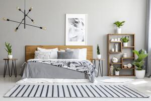 Schlafzimmer in hellen Tönen