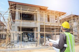 Bauplatz mit Hausbau