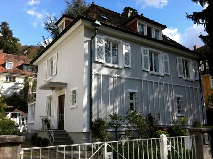 Stadtvilla mit Garage, Gartenhaus & Pavillon