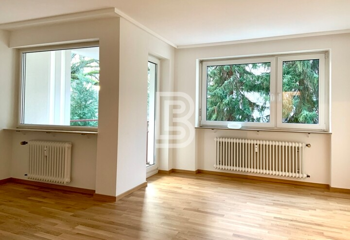Frisch sanierte, helle Wohnung mit 2 Balkons
