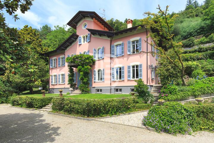 Herrschaftliche Villa am Lago Maggiore