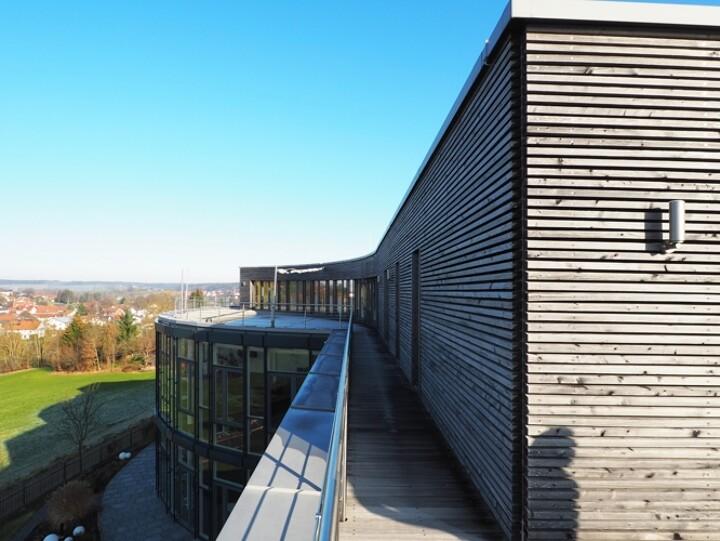 Seminar- & Praxisgebäude mit Penthouse