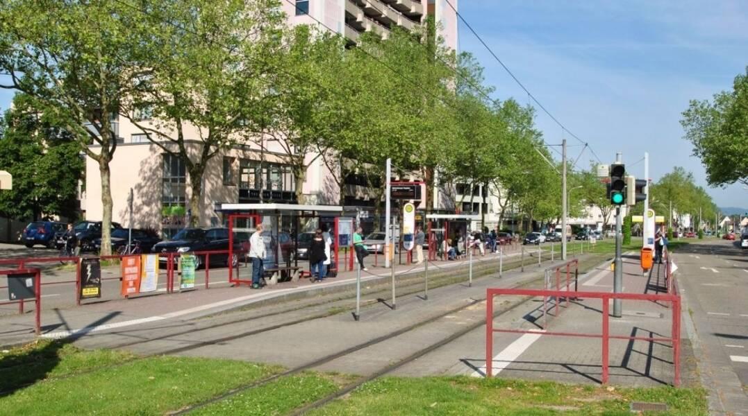 Straßenbahn vor der Türe. 10 min bis Innenstadt