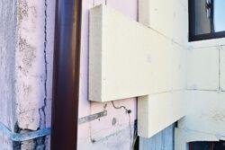 unvollendete Fassaden-Dämmung