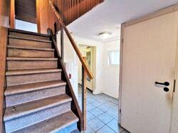 Hauseingangsflur Treppe zum DG