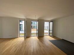 Bodentiefe Fenster im Wohn-Esszimmer