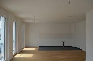 Wohn-Esszimmer mit offener Küche