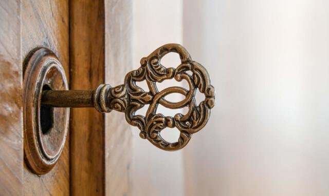 Alter Schlüssel im Türschloss