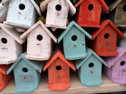 bunte Vogelhäuser