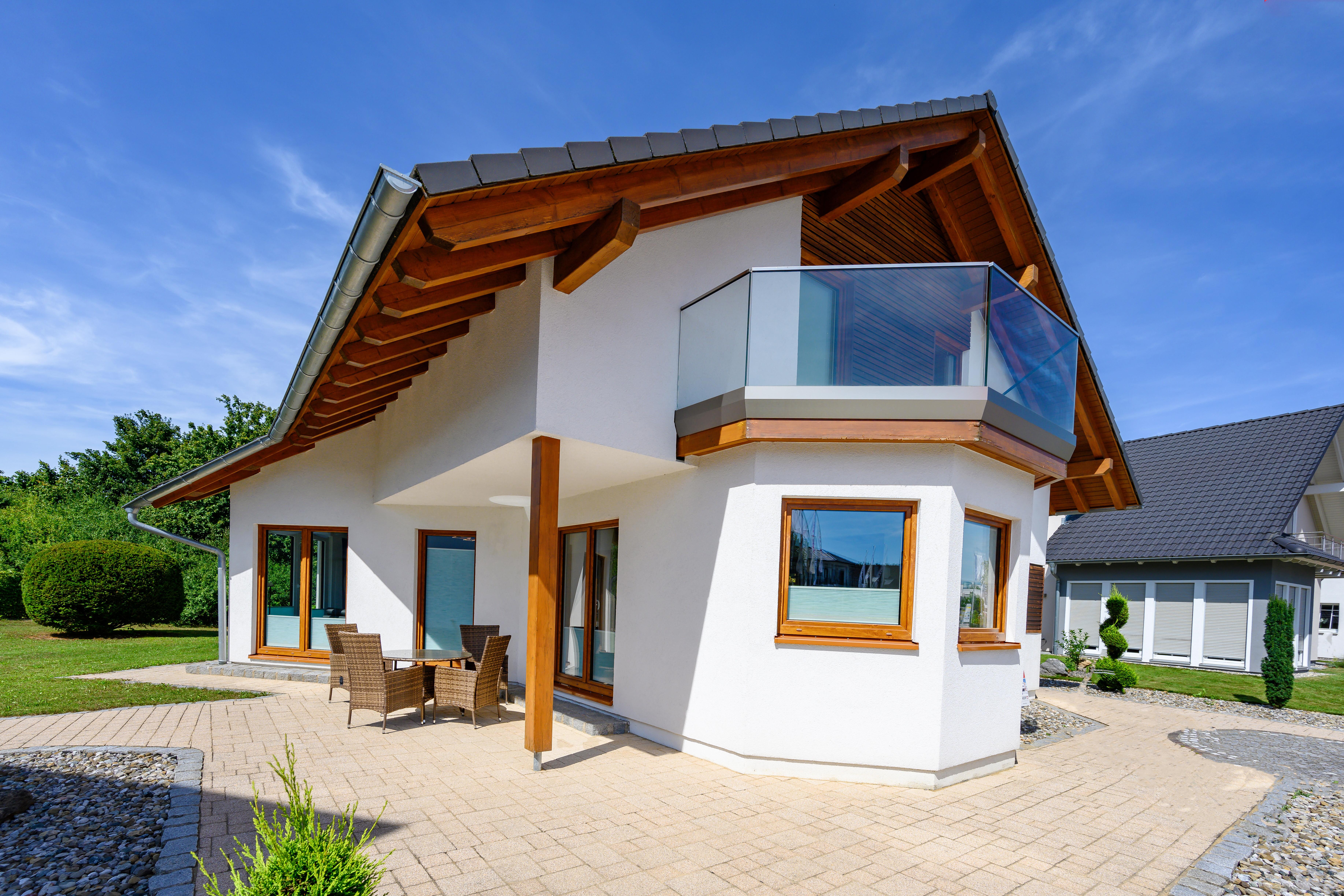 Haus mit Holzdach