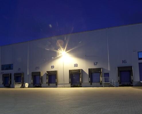Halle Logistik Tore Nacht