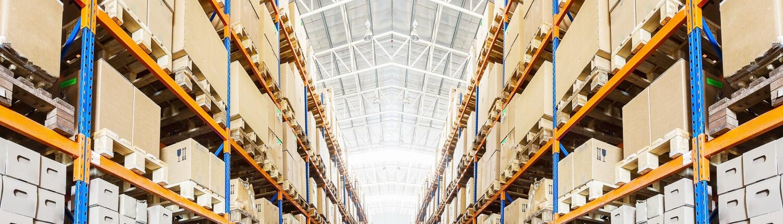 Sortierte Waren im Logistikzentrum