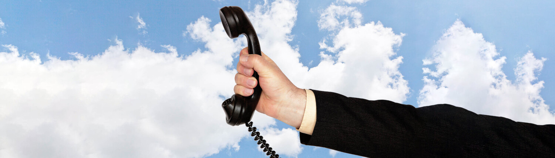 Hand mit Telefonhörer