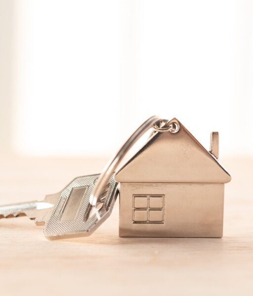 Schlüssel mit Metall-Hausanhänger