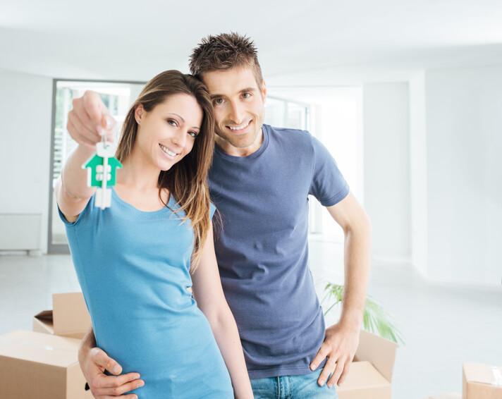 Paar mit Hausschlüssel