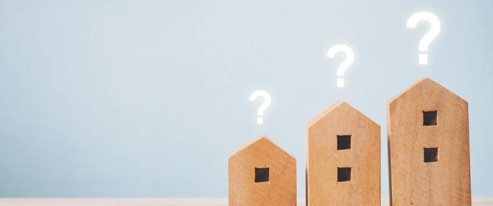 Holzhausmodelle mit Fragezeichen