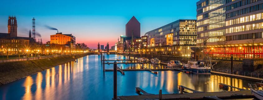 Duisburger Binnenhafen bei Nacht