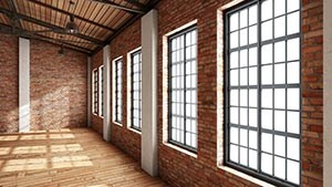 Halle mit großen Fenstern